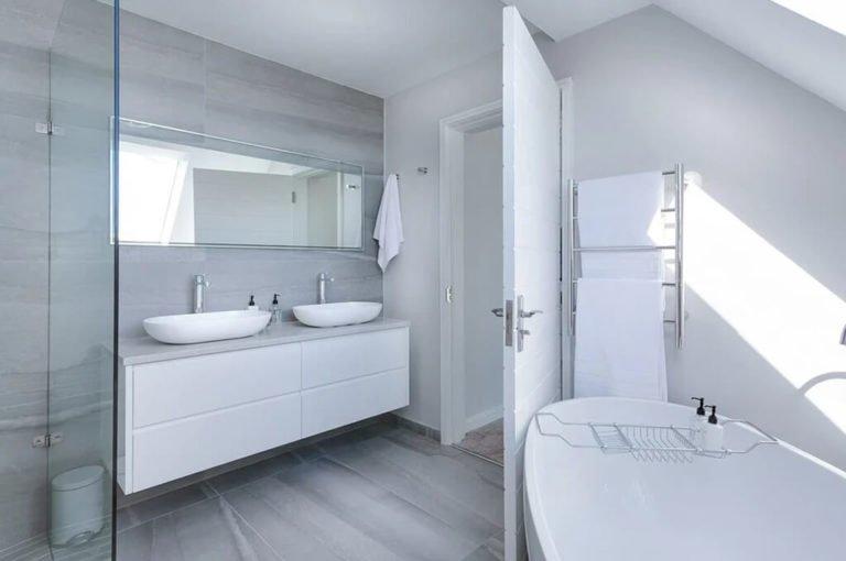 meble do łazienki w bieli
