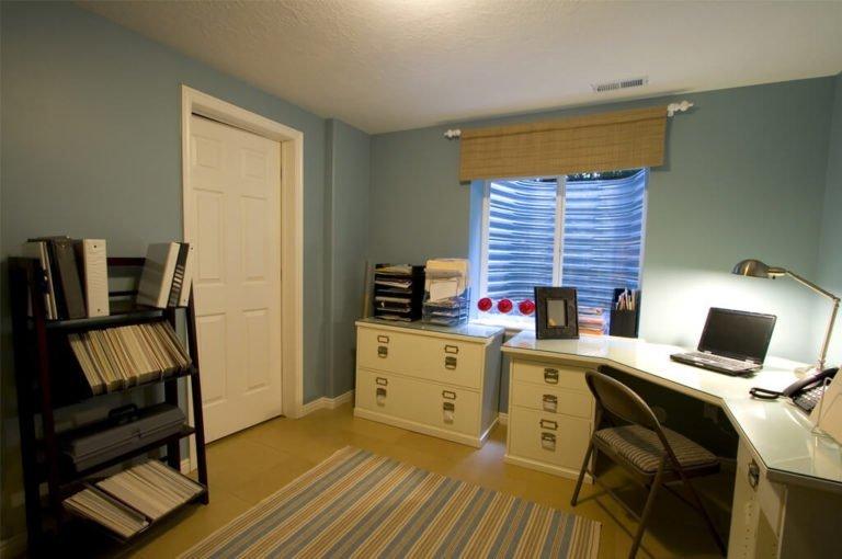 Jak urządzić małe biuro na wymiar w domowym zaciszu?