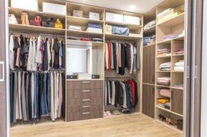 Jak dobrze stworzyć garderobę na wymiar?