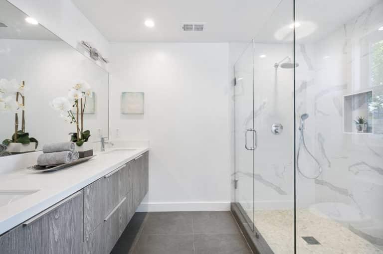 Jak dbać o meble na wymiar do łazienki?