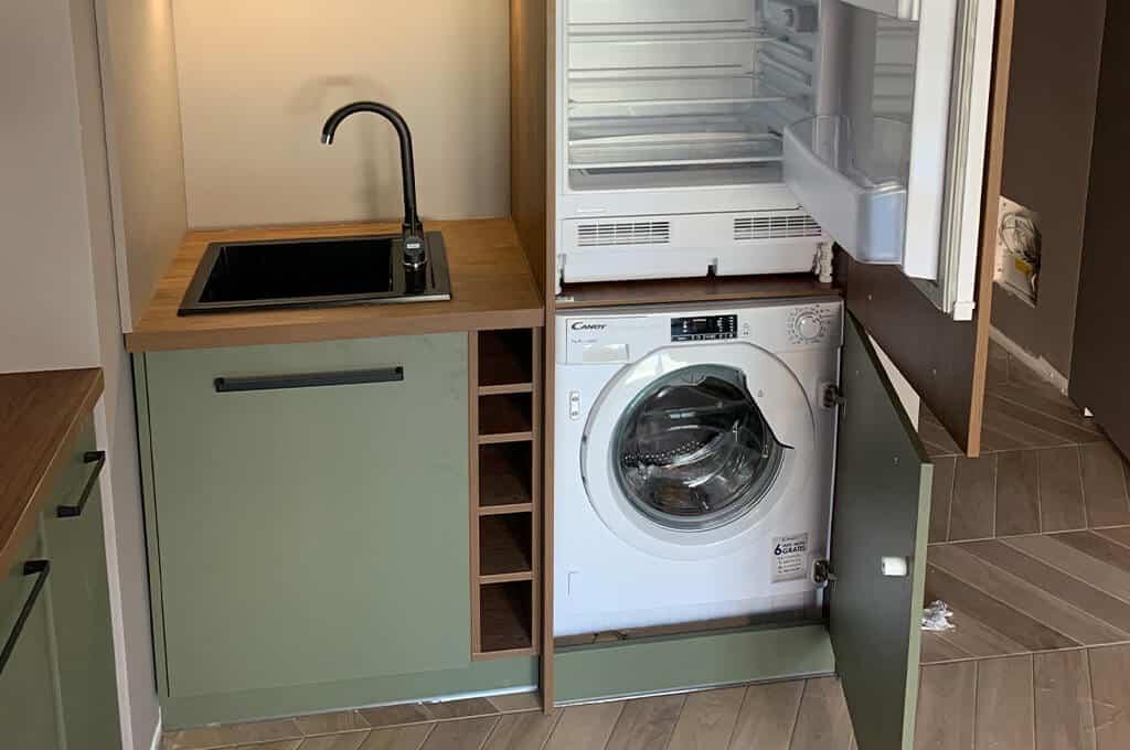 Czy  zabudowa pralki w kuchni to dobre rozwiązanie?