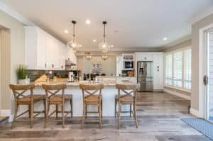 Read more about the article Kuchnia otwarta czy zamknięta? Sprawdź, jaki model kuchni wybrać. – Poradnik