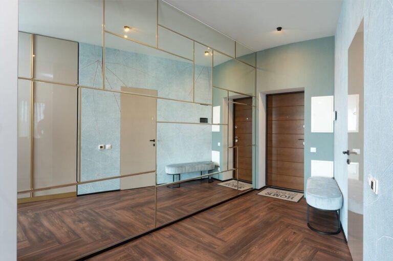 Read more about the article Jak dobrze zaplanować wnętrze szafy w małym przedpokoju? – Eksperci podpowiadają