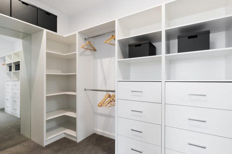 szafy narożne na wymiar idealne rozwiązanie na niekonwencjonalną i pojemną szafe
